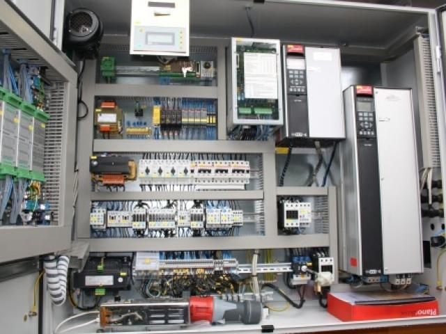 Schaltschrank, Schaltschrankbau, Regler, Verteiler, Sensor, Elektrotechnik